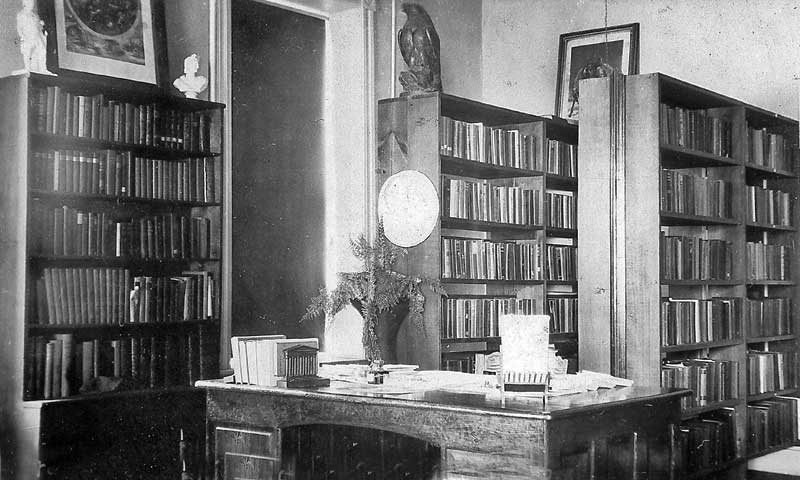 Library in the Stroud Community House (Stroud Mansion), Stroudsburg.
