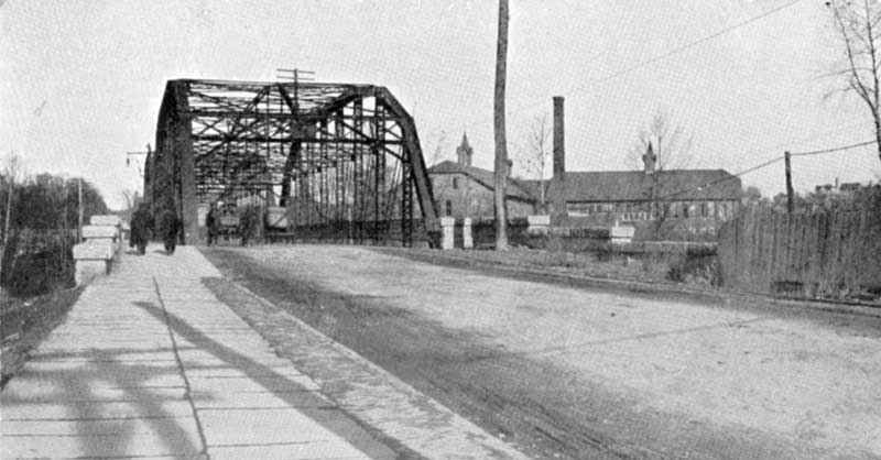 Iron Bridge over the creek connecting Stroudsburg and East Stroudsburg, circa 1905. This bridge was washed away by the Flood of 1955.
