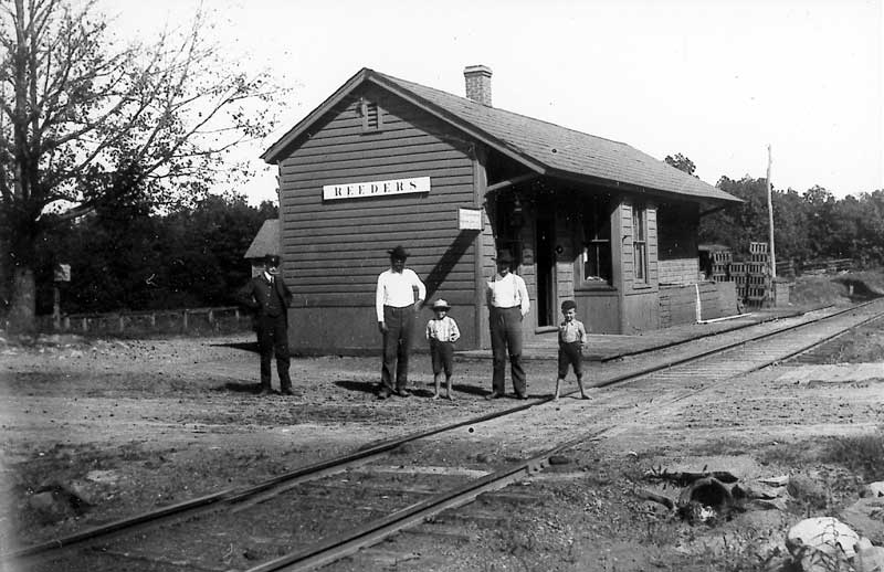 Passengers waiting for the train at Reeders Station.